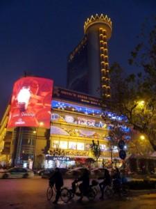 Einkaufszentrum im Stadtzentrum: Vor dem Konzert konnten wir noch in der modernen Innenstadt sparzieren gehen.