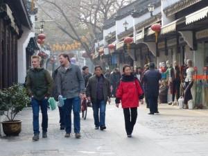 Besuch auf der Seidenstraße in Hangzhou: Schnell noch ein schönes Mitbringsel für die Lieben daheim einkaufen.