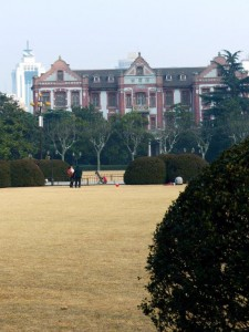 Der Campus der Jiaotong Universität: Auf dem Gelände befand sich u.a. auch das Gästehaus und die Konzerthalle. Die Uni gehört zu den 10 renomiertesten Universiäten der Volksrpublik China.